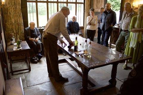 Vineyard tours and wine tasting at Wythall Estate